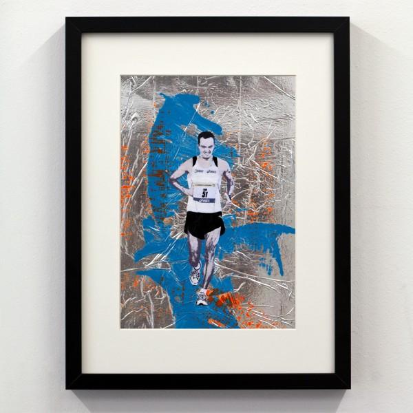 Läufer-Portrait Silber mit Blau